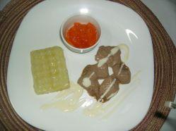 Purê de batatas, picadinho de carne pastosa e creme de cenoura...