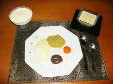 Apresentação à mesa, com entrada, prato principal e sobremesa!